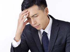 漫然治療に悩む男性